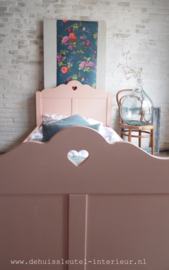 Bed Peach Pink
