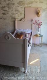 Bed oud roze