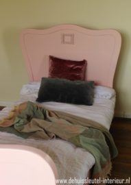 Lichtroze Bed