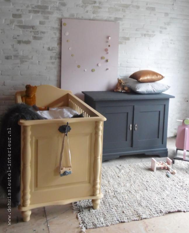 babykamer okergeel