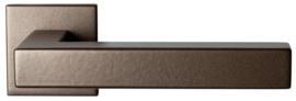 Zaki+ Bronze blend deurkruk met vierkante rozet