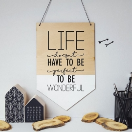 Houten banner / tekstbord 'Life doesn't have to be perfect to be wonderful'
