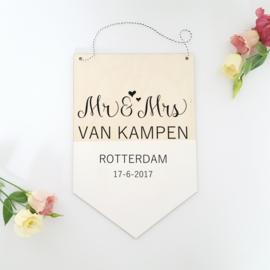 Houten banner / tekstbord 'Mr and Mrs'