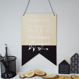 Houten banner / tekstbord 'Follow your dreams'