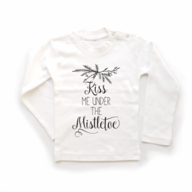 T-shirt Kiss me under the Mistletoe
