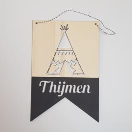 Houten banner 'naam met tipi'
