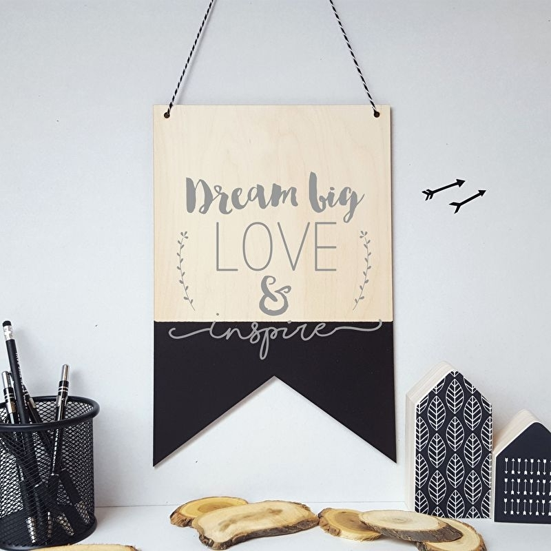 Houten banner / tekstbord 'Dream big, Love & Inspire'