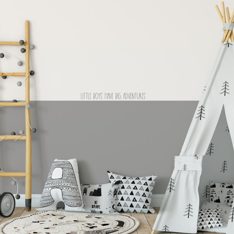 Muurtekst 'Little Boys have big adventures' - 55 cm