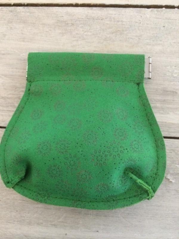 Leren portemonneetje groen gebloemd