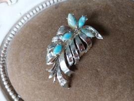 Mooie broche met zacht blauwe steentjes