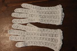 Witte gebreide handschoentjes