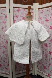 Offwhite jasje met cape