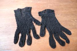 Zwarte  gehaakte kinderhandschoentjes