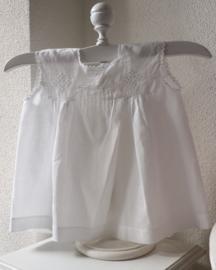 Fragiel klein wit jurkje