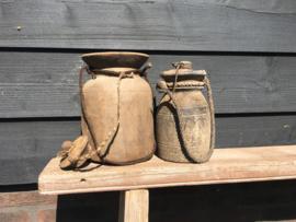 Originele oude houten Nepalese kruik met deksel nr. 28 (Rechts)