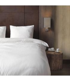 Dekbedovertrek hotel wit