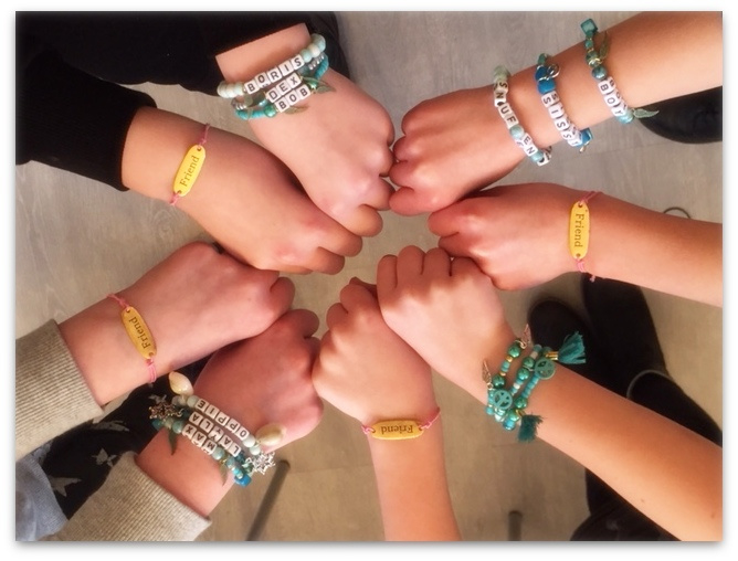 Feestje Ibiza armbandjes maken