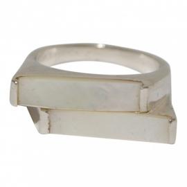 Zilveren ring met ingelegde parelmoer