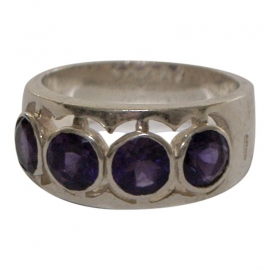 Zilveren ring met paarse zirkonia