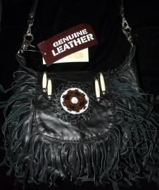 Handgemaakte lederen tas met franjes en kralen