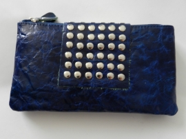 lederen clutch van glanzend leer met studs - donker blauw