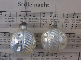 Oude/antieke kerstbal: Fantasie vruchtvorm. Parelmoerglans. Czechoslovakia