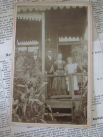 De familie in de tropen?  Ca. 1900