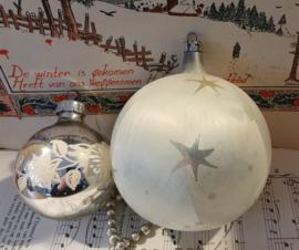 XL GROTE oude/antieke kerstbal. Damast met sterren. omtrek ca. 30 cm.