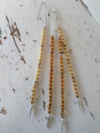 Set van 4 bijzondere oude hangers van glaskralen. Goud.