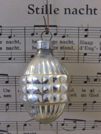 Oude/antieke kerstbal: Fantasie vruchtvorm. G.D.R.