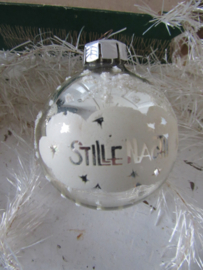 Oude kerstbal met tekst 'Stille Nacht'