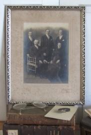 Antieke grote Familiefoto in originele lijst
