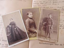 set van 3 CDV's - Cartes de Visite - uit ca. 1900 - 6