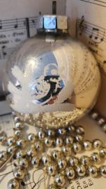 Oude kerstbal groot G.D.R. Met deco Vogeltjes op tak in wit