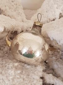 Antieke kerstbal: Potje met sierlijke oortjes