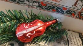 Oude/antieke kerstbal: Viool in rood, met witte deco. Aan oude hanger