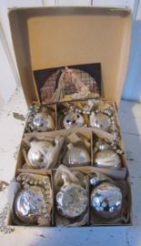 Doos met 12 stuks prachtige oude/antieke kerstballen. o.a. Engel, sneeuwpop etc. + oud prentje