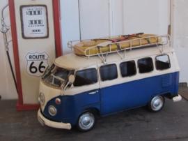 T1 VW bus BLUE met rubberboot. Model. Metaal