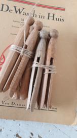 setje van 4 echte oude houten wasknijpers