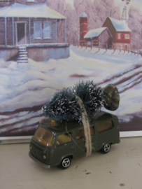 Bringing home the Christmas Tree ... Oude VW bus T1 1970.