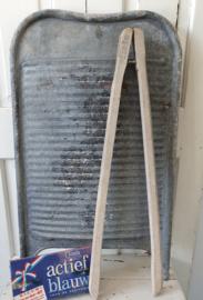 Oud/antiek Zinken wasbord met ophanghaken + originele wastang van MIELE