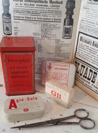 Set medisch antiek/brocante: met o.a. TENSOPLAST blik , Agré-Cola etc.