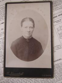 Lieve mevrouw ... ca. 1900. A. Koorenhoff, Hof-photograaf, Leiden