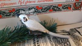Oude kerstbal: Vogel in warmzilver. besuikerd
