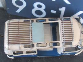 Stoere Grote VW Bus met open dak en bagagerekken  - Model, metaal.