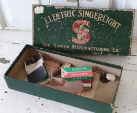 Oude/antieke doos SINGER SEWING MACHINES. Electric Singerlight