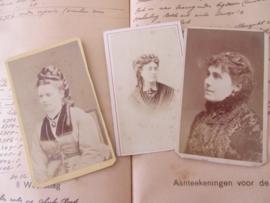 set van 3 CDV's - Cartes de Visite - uit ca. 1900 - 8