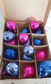 Uit oude winkelvoorraad ca.1960: 18 oude puntballen div.kleuren. incl.doos
