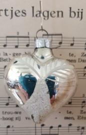 Oude/antieke kerstbal: Lief klein hartje met witte deco. G.D.R.