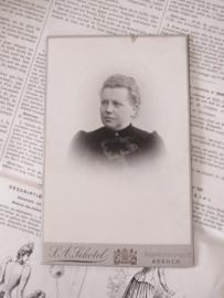 Lieve Dame .. Antieke kabinetfoto uit ca. 1885. AA